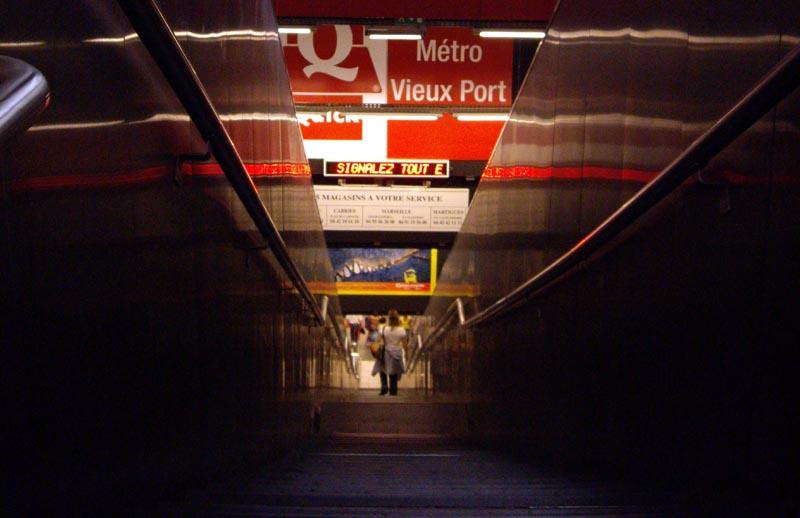 Accès au métro marseillais, gare Saint-Charles.