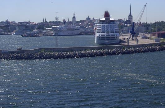 panorama sur Tallinn depuis le terminal ferry