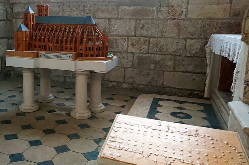 Maquette et plan tactile de la cathédrale de Bourges