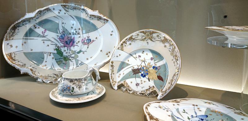 Plats et tasse art nouveau Pillivuyt