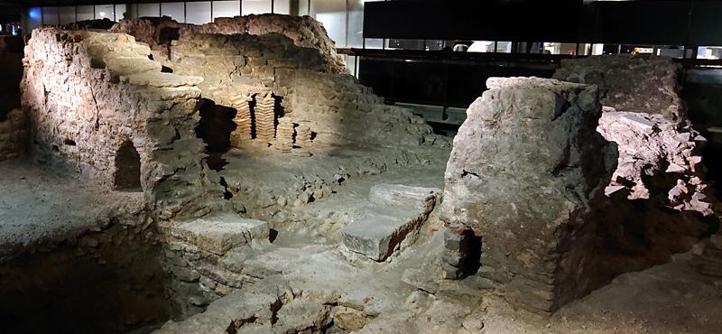 Crypte archéologique de Paris, thermes romains ©Yanous.com