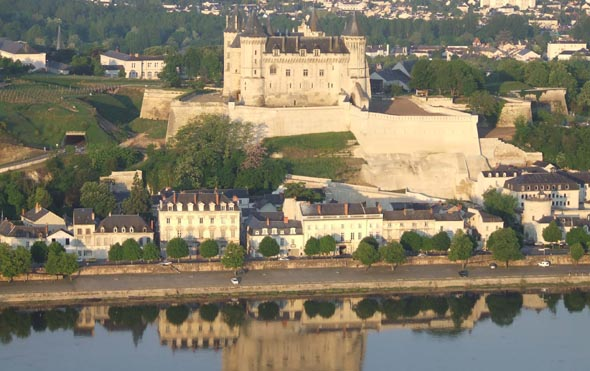Saumur et son château. © Pôle Touristique International de Saumur et sa région.