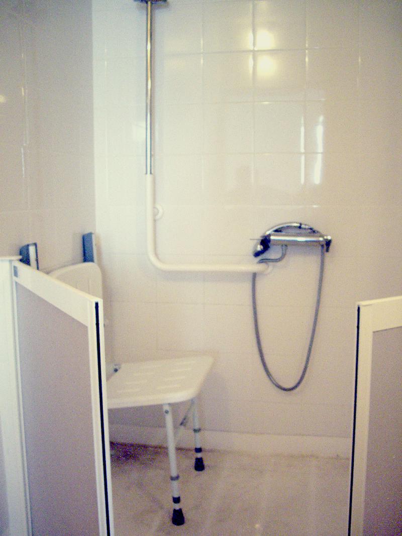 Douche adaptée d'un appartement parisien ©Yanous.com