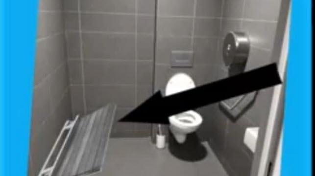 Toilettes avec banc à langer