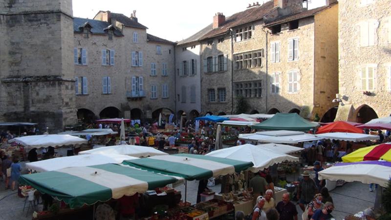 Villefranche-de-Rouergue, marché sur la place Notre-Dame
